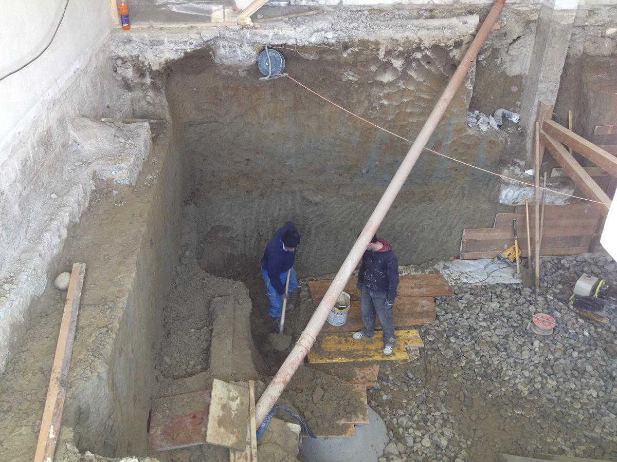 Радови на уређењу храм капеле у парохијском центру у Епаланжу